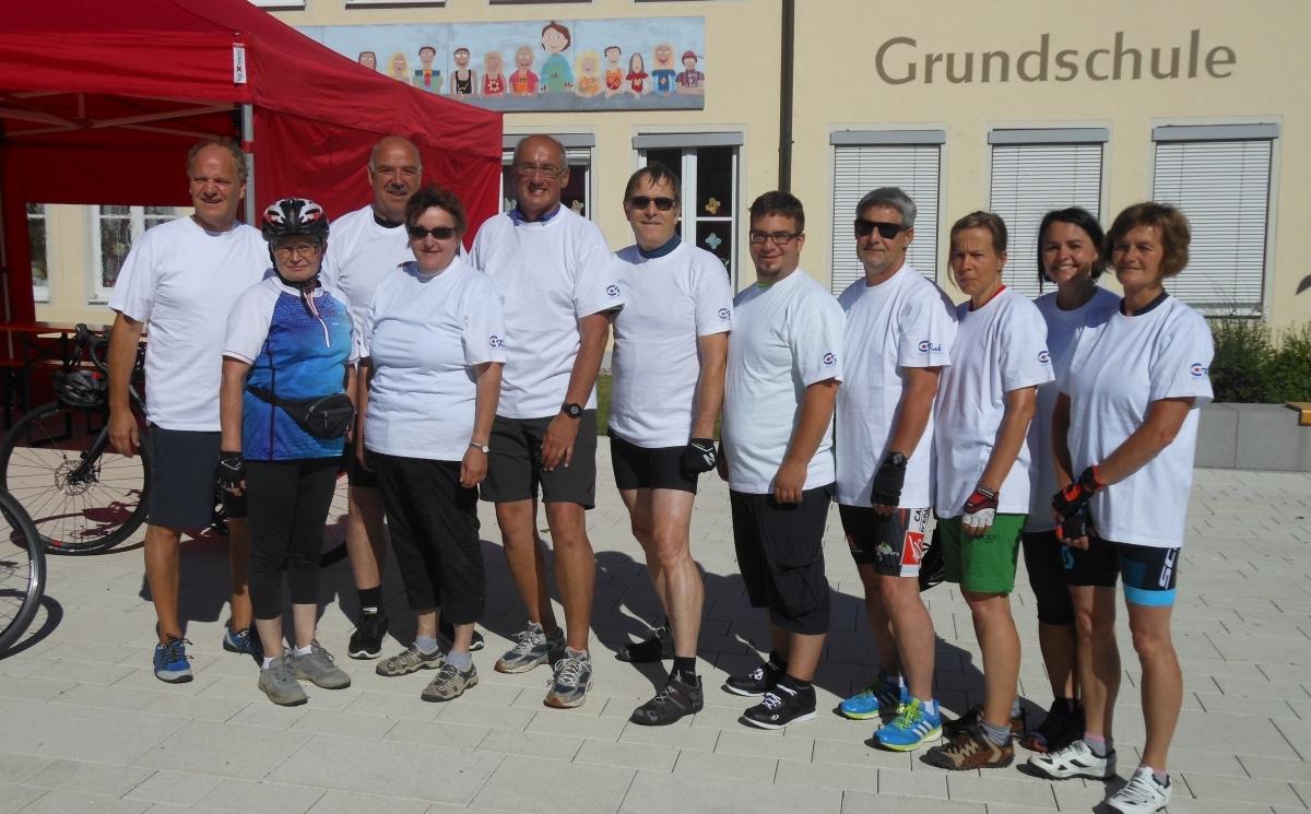 Elf Kolleginnen und Kollegen vom Haus der Betreuung starten zur Radrundfahrt